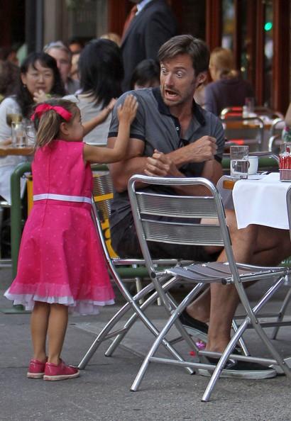 Hugh Jackman scherza con sua figlia durante una cena 'Da Silvano', nel West Village