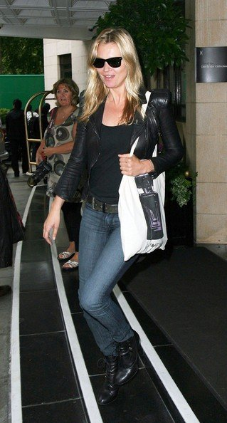 Kate Moss all'uscita da un hotel