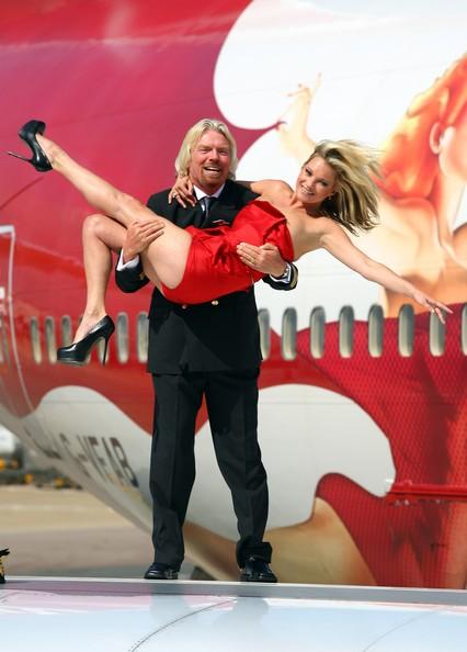 Kate Moss posa con il boss della Virgin Atlantic, Sir Richard Branson