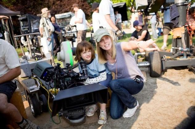 La piccola Joey King con la regista Elizabeth Allen sul set di Ramona and Beezus