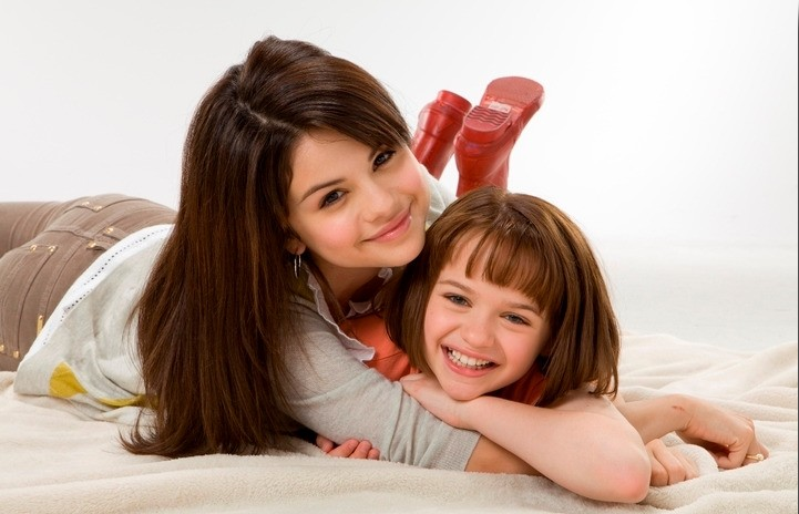 Selena Gomez e Joey King in un'immmagine promozionale di Ramona and Beezus