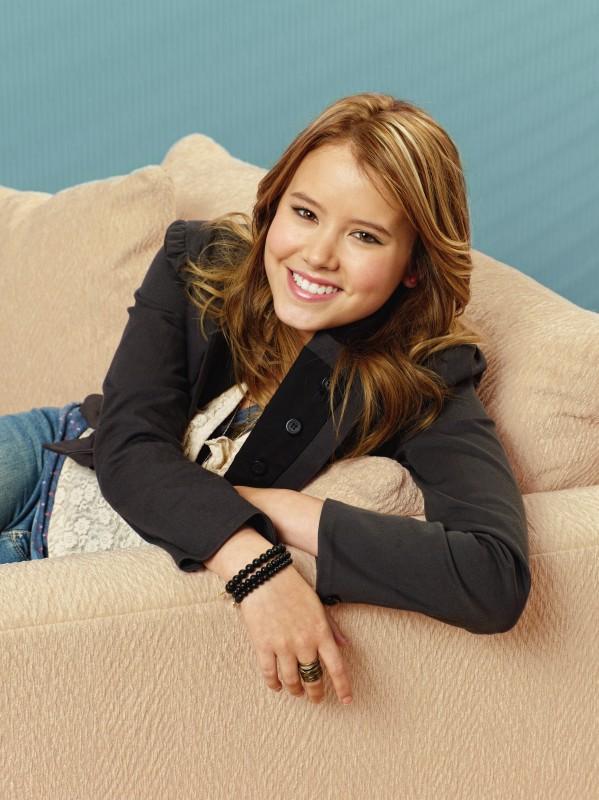 Taylor Spreitler in una immagine promozionale della serie Melissa & Joey