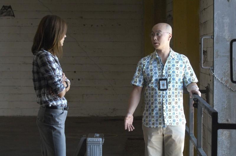 Debra (Jennifer Carpenter) e Masuka (C.S. Lee) nell'episodio Luci accecanti di Dexter