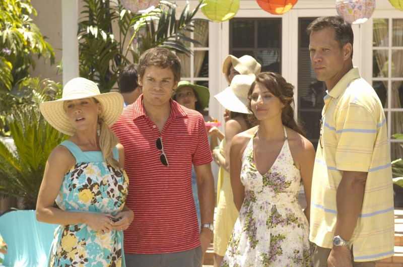 Julie Benz, Michael C. Hall, Marisa Petroro e Rick Peters nell'episodio Blinded by the Light di Dexter