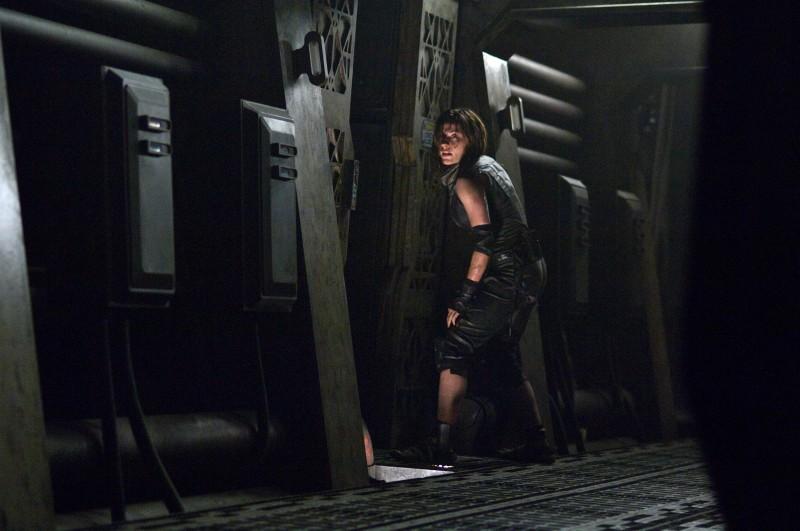 Antje Traue in una sequenza del film Pandorum