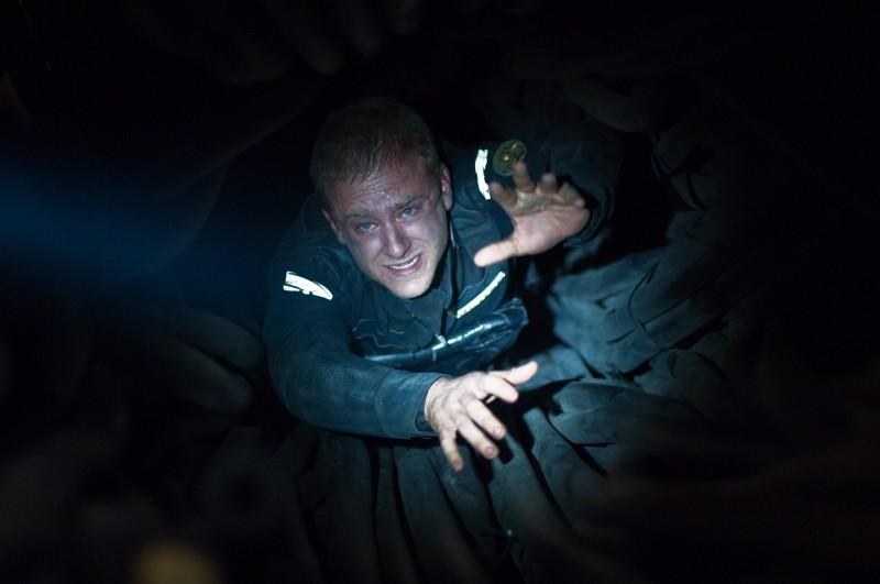 Ben Foster in una claustrofobica sequenza del film Pandorum