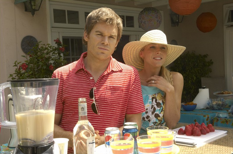 Michael C. Hall e Julie Benz in una scena dell'episodio Blinded by the Light di Dexter