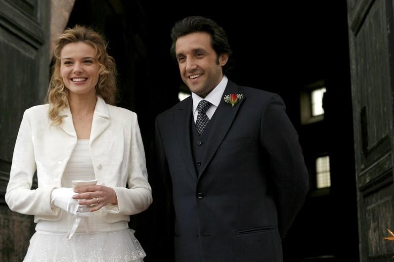 Flavio Insinna e Christiane Filangieri in una scena di Ho sposato uno sbirro