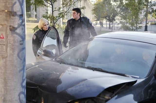 Charlotte Sullivan e Travis Milne nell'episodio Girlfriend of The Year di Rookie Blue
