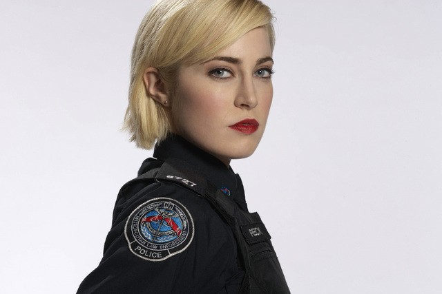 Charlotte Sullivan in una foto promozionale di Rookie Blue