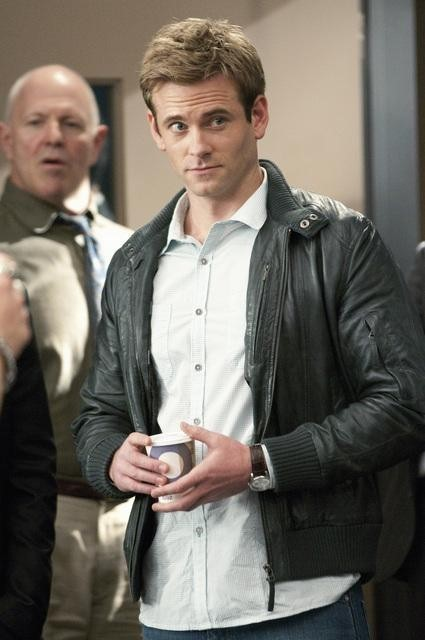 Eric Johnson in una scena dell'episodio Honor Role di Rookie Blue