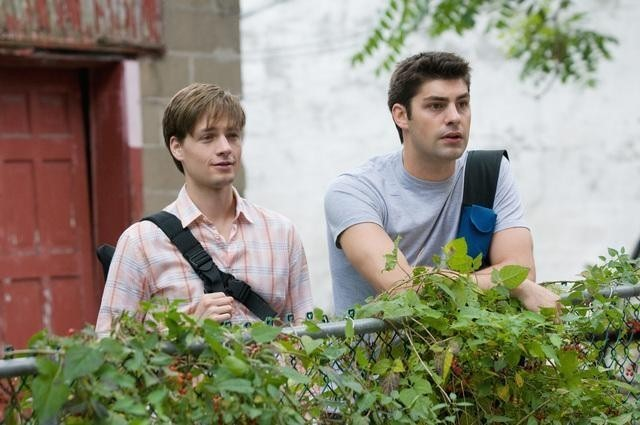 Gregory Smith e Travis Milne nell'episodio Hot and Bothered di Rookie Blue