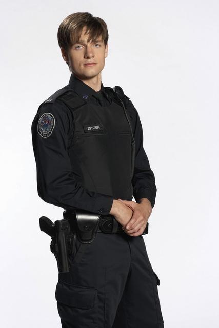 Gregory Smith in una foto promozionale della serie Rookie Blue