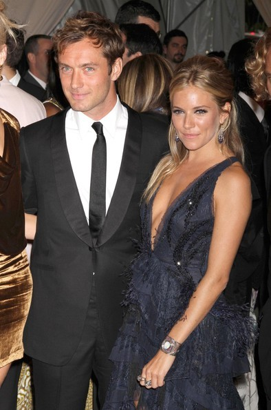 Jude Law con Sienna Miller al metropolitan di NY