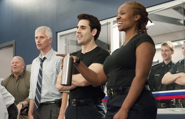 Melanie Nicholls King e Ben Bass in un momento dell'episodio Honor Role di Rookie Blue