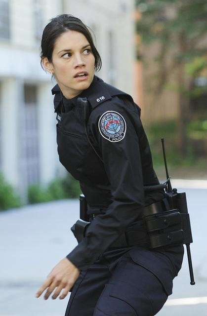 Missy Peregrym nell'episodio Fresh Paint di Rookie Blue