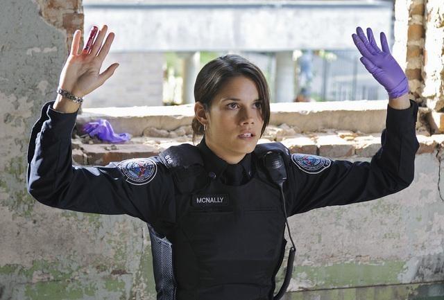 Rookie Blue: Missy Peregrym in un momento dell'episodio Fresh Paint della serie