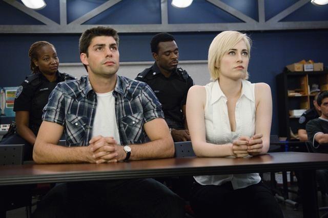 Travis Milne e Charlotte Sullivan nell'episodio Signals Crossed di Rookie Blue
