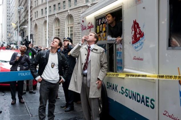 Will Ferrell e Mark Wahlberg sulla scena del crimine nella commedia The Other Guys