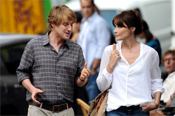 Carla Bruni e Owen Wilson sul set di Midnight in Paris