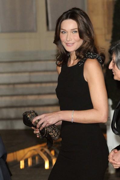 Un'incantevole Carla Bruni in occasione di una cena all'Eliseo