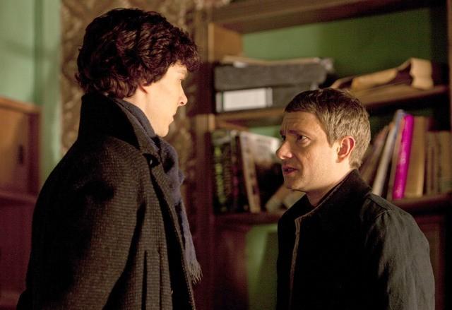 Benedict Cumberbatch e Martin Freeman nel primo episodio della serie Sherlock