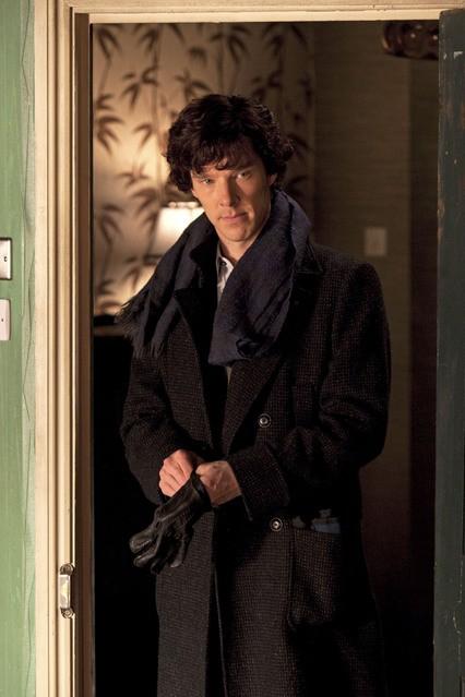 Benedict Cumberbatch in una scena dell'episodio A Study in Pink della serie Sherlock