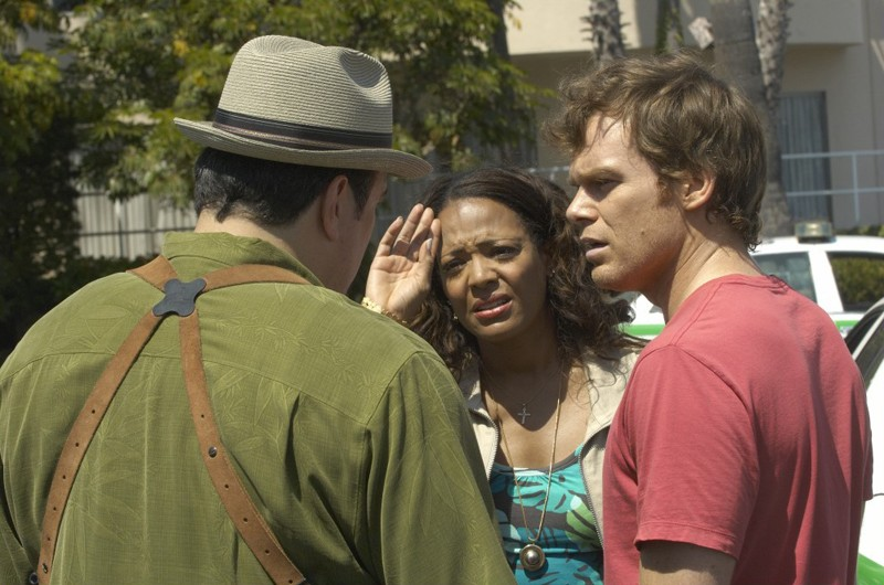 Batista (David Zayas), Laguerta (Lauren Vélez) e Dexter (Michael C. Hall) nell'episodio Dirty Harry di Dexter