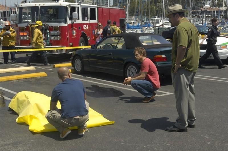 Masuka (C.S. Lee), Dexter (Michael C. Hall) e Batista (David Zayas) nell'episodio Dirty Harry di Dexter
