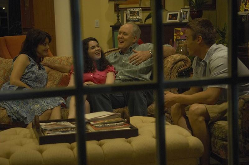 La felice famiglia Mitchell (Julia Campbell, Vanessa Marano, John Lithgow e Brando Eaton) nell'episodio Dirty Harry di Dexter