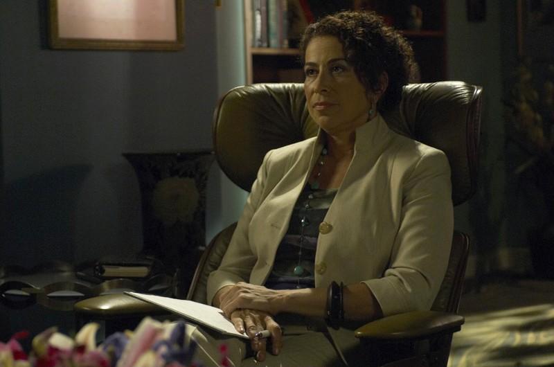 Roma Maffia interpreta la terapista in una scena dell'episodio Datemi un martello di Dexter