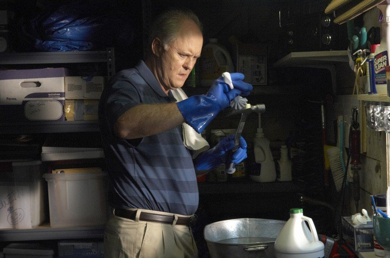 Trinity (John Lithgow) in una scena dell'episodio Datemi un martello di Dexter