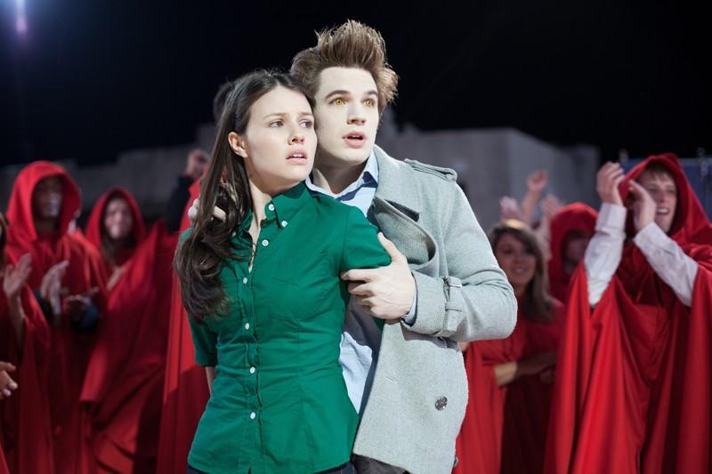 Jenn Proske e Matt Lanter al ballo scolastico di fine anno nel film Vampires Suck