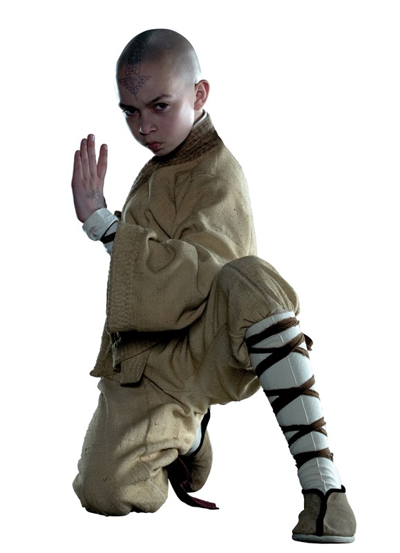 Noah Ringer in una foto promozionale per il film L'ultimo dominatore dell'aria