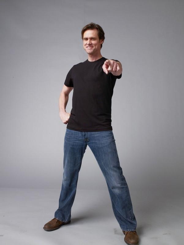 Jim Carrey in una simpatica posa per il film Yes Man