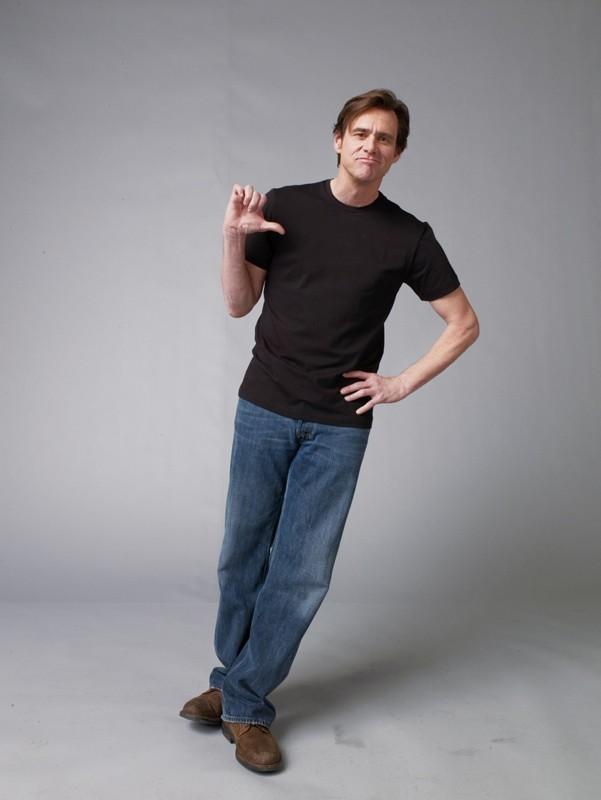 Jim Carrey posa per uno scatto promozionale del film Yes Man