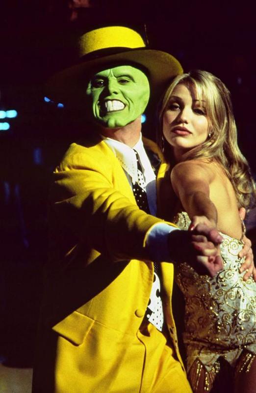 The Mask (Jim Carrey) balla con Tina Carlyle (Cameron Diaz) nel film The Mask - da zero a mito