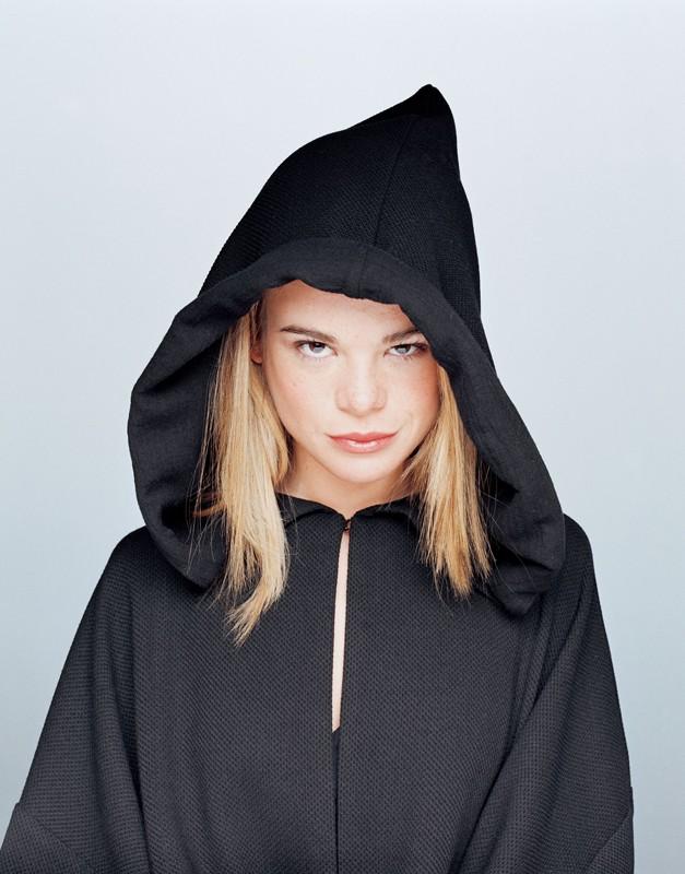 Ellen Muth con cappuccio della morte per la stagione 2 di Dead Like Me