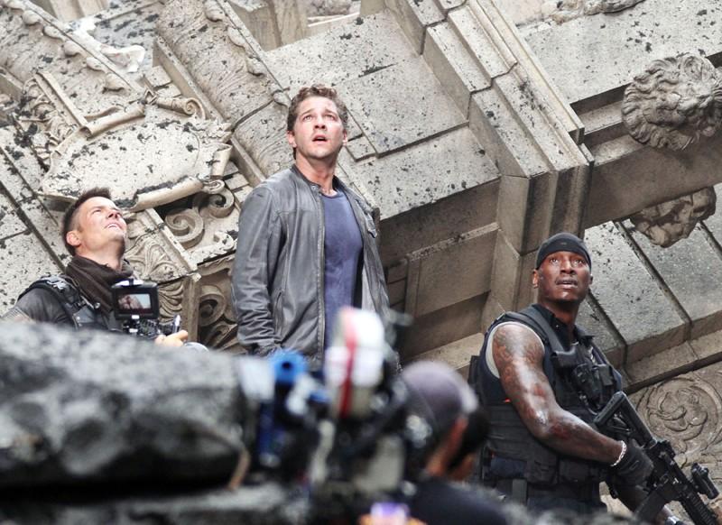Josh Duhamel, Shia LaBeouf e Tyrese Gibson durante le riprese di Transformers 3