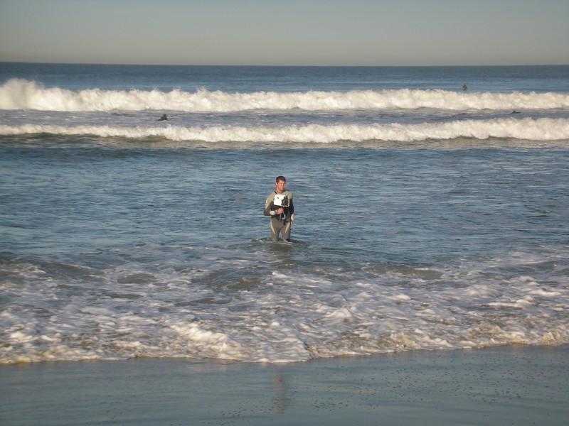 Sul set americano de La Polinesia è sotto casa: Blake Scripps entra in acqua per le riprese