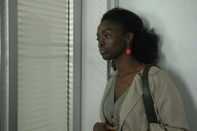 Aissa Maiga in una scena del film L'avocat