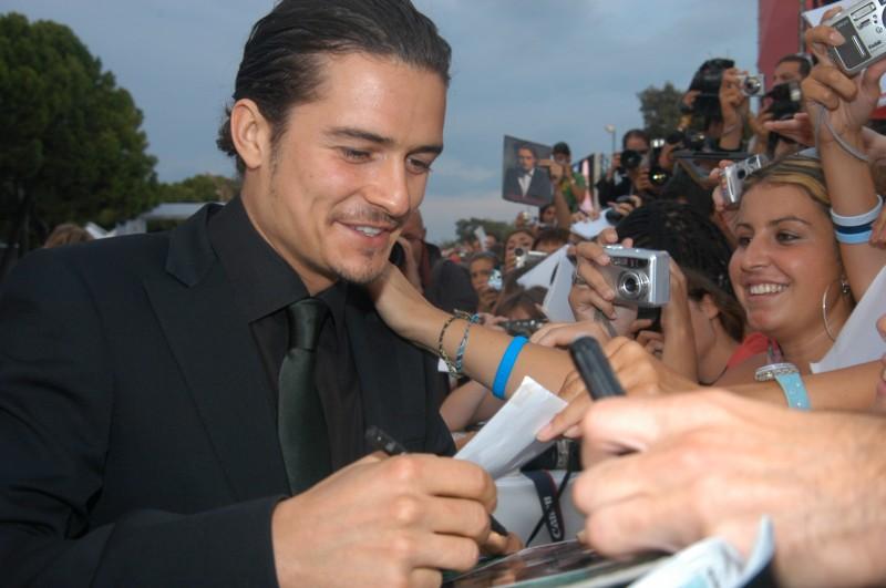Orlando Bloom a Venezia per il film Elizabethtown, firma autografi