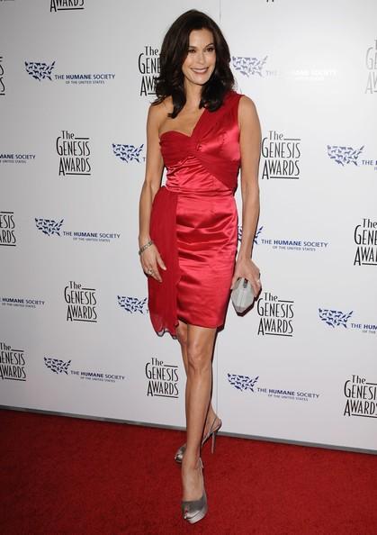 Teri Hatcher in rosso fiammante ai Genesis Awards 2010