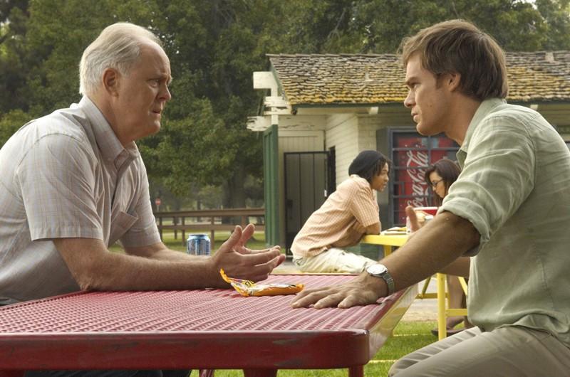 John Lithgow e Michael C. Hall nell'episodio Rimorsi di Dexter