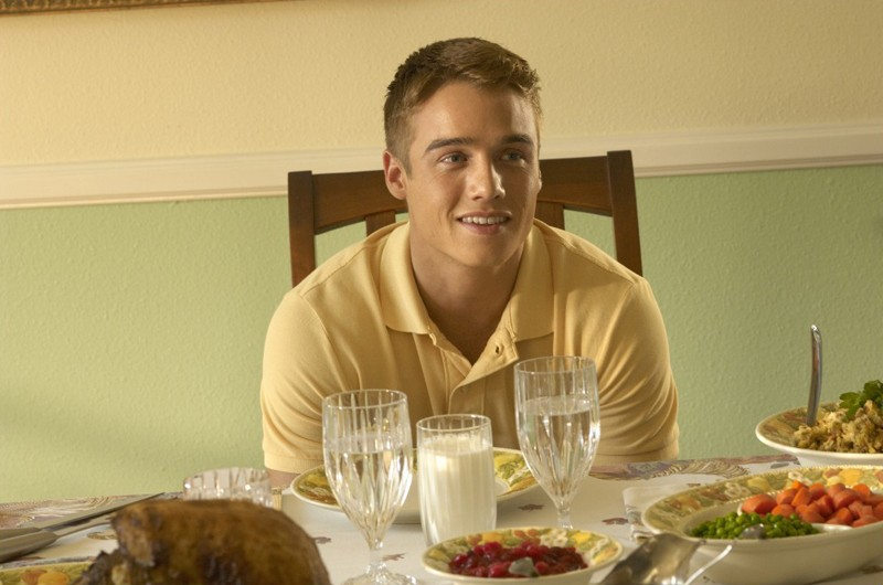 Jonah (Brando Eaton) in una sequenza dell'episodio Giorno di festa di Dexter