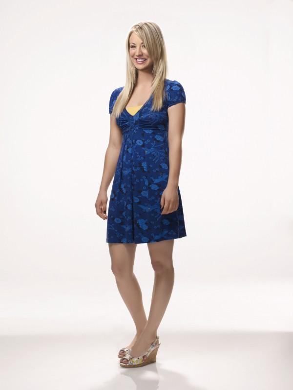 Kaley Cuoco in una foto promozionale della stagione 4 di The Big Bang Theory