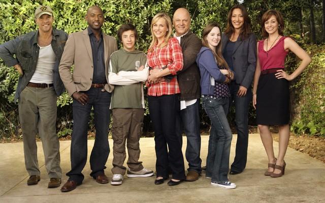 Il cast di No Ordinary Family in una foto promozionale della serie