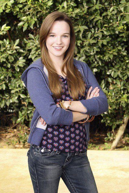 Kay Panabaker in una foto promozionale della serie No Ordinary Family