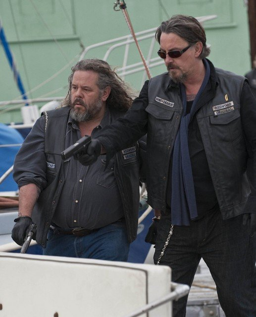 Mark Boone Junior e Tommy Flanagan nella premiere della stagione 3 di Sons of Anarchy
