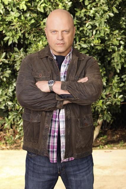 Michael Chiklis in una foto promozionale della serie No Ordinary Family